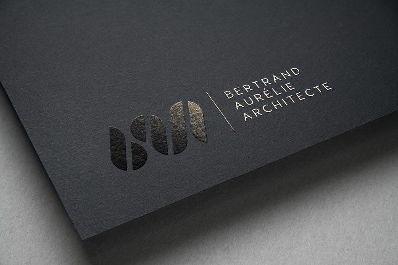 Logo en vernis selectif de l'architecte Aurélie BERTRAND
